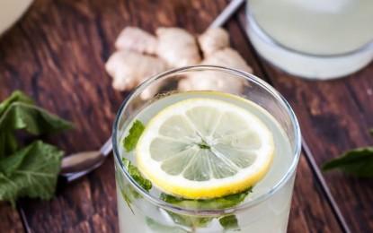 Teplá voda s citrónom – prečo ju piť?